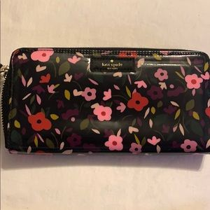 Kate Spade Daycation boho floral wallet - NEW!!